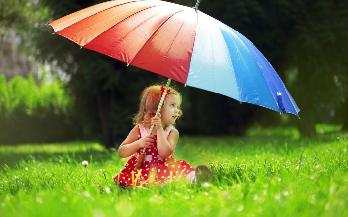 2652-Small-Girl-Big-Umbrella-(www.WallpaperMotion.com)